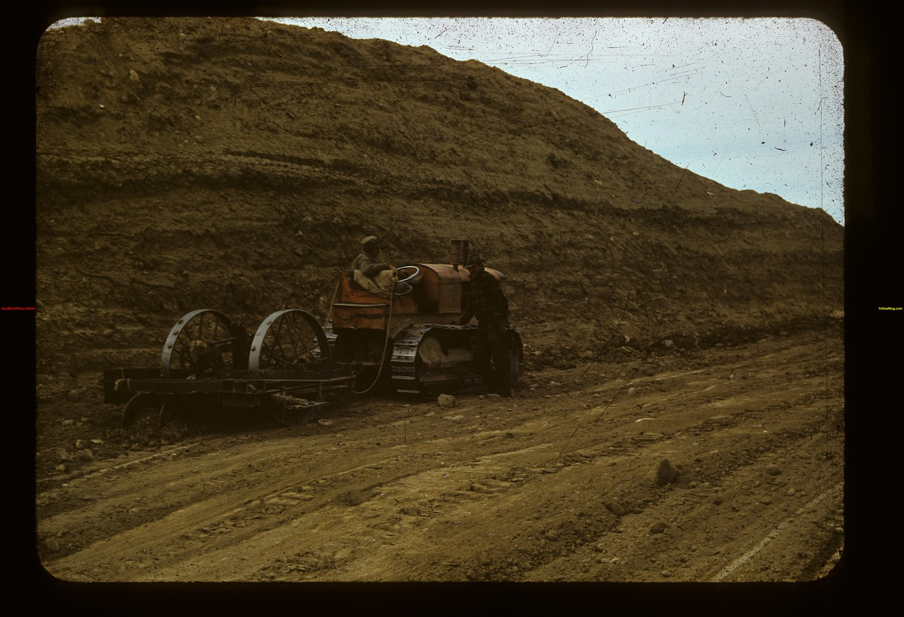 Stripping earth from White Mud NW of Eastend	 Eastend	 09/10/1941