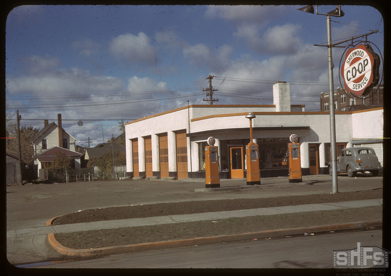 Sherwood co-op service station. Regina 10/04/1942