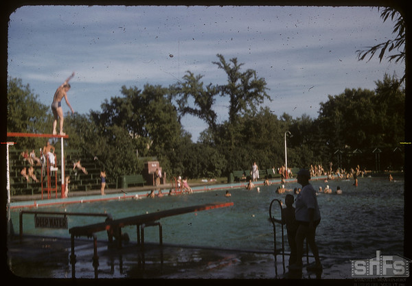 Avenue H swimming pool.  Saskatoon.  08/06/1955