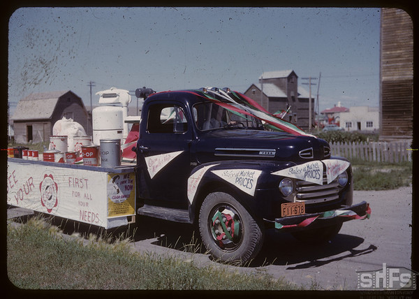 Shaunavon Co-op float - Shaunavon Fair [picture donated to SHFS by Barrett Halderman].  Shaunavon.  07/26/1950