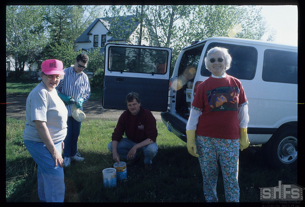 Getting ready to do some painting on NWMP Trail markers - Evelyn Rogers - Velma Rosenburger - Finn Andersn - Pat Wagner.  Mankota.  05/19/2000