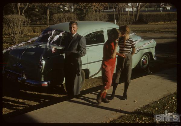 [Unknown; Bonnie Mitchell & Dianne Halderman - 600 Block 2nd Street E. - picture donated to SHFS by Barrett Halderman].  Shaunavon.  10/16/1954