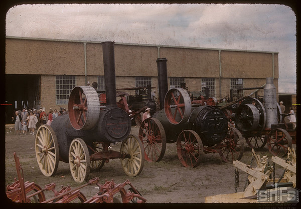 Pionera - Old steamers - one with wooden wheels (Western Develpoment Museum was located on 11th Street). Saskatoon 07/04/1955