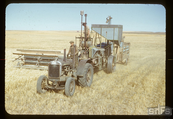 Gillie Thorarinson and uncle combining. Climax. 09/07/1950