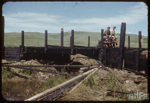 Finishing bridge - Shaunavon to North Fork..  Shaunavon.  06/17/1953