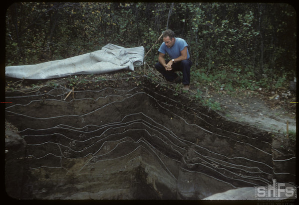 Boyd Wetlauffer examines 13 soil zones. Mortlach. 09/11/1954