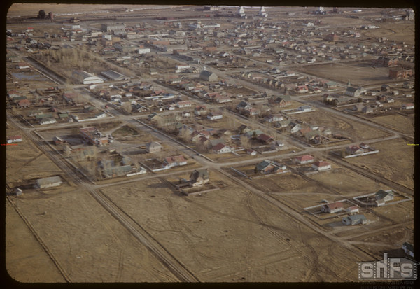 Aerial view of Shaunavon from NE.  Shaunavon.  04/15/1952