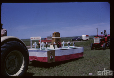 Aneroid's Jubilee parade - Lest We Forget float. Aneroid. 07/06/1963