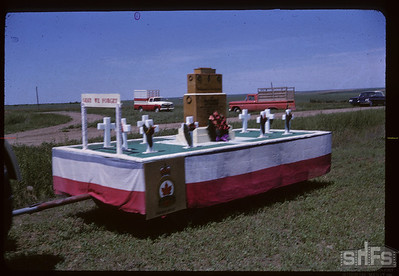 253 Aneroid's Jubilee parade - Lest We Forget float. Aneroid. 07/06/1963