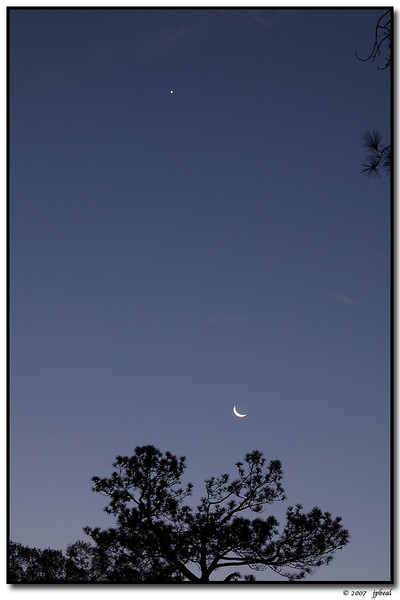 6Nov07<br /> <br /> crescent moon with morning star.