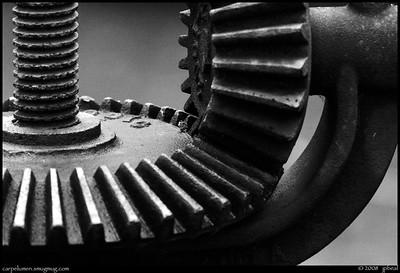 (5Jan09)  bevel gears.  one year ago.  f/6.3, 1/80s, iso 1250.