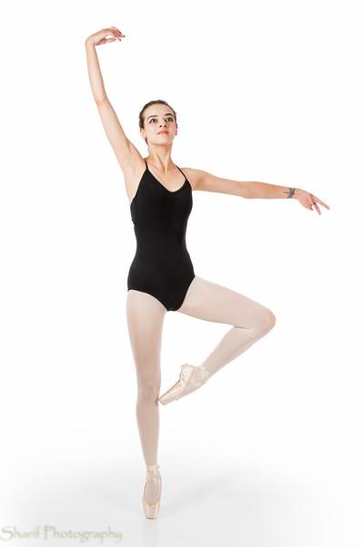 Young ballet dancer in passe en pointe
