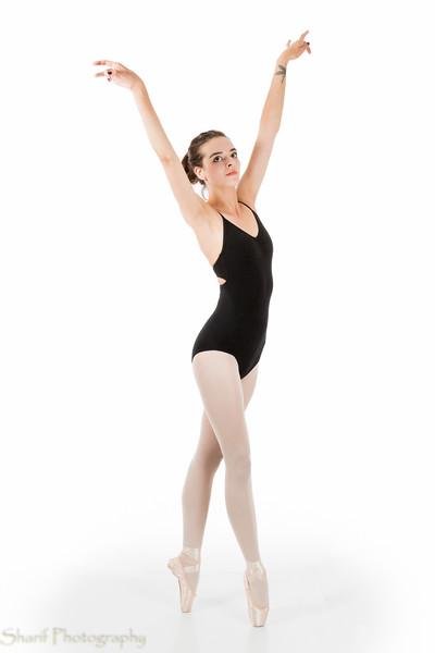Young ballet dancer en pointe