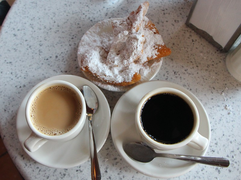 January 26 2015 Café Du Monde<br /> <br /> In October we went to New Orleans with four friends from New York.  You have to have a beignet at Café Du Monde.<br /> <br /> Update: To answer arctangent's question - I don't know of a trick.  The powdered sugar gets everywhere; a real mess.  I should have taken an after picture. :-)
