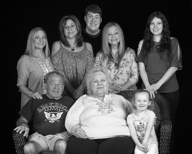 2017 APRIL 16 DONNY, SANDY AND THEIR GRANDKIDS-2 BLACK AND WHITE