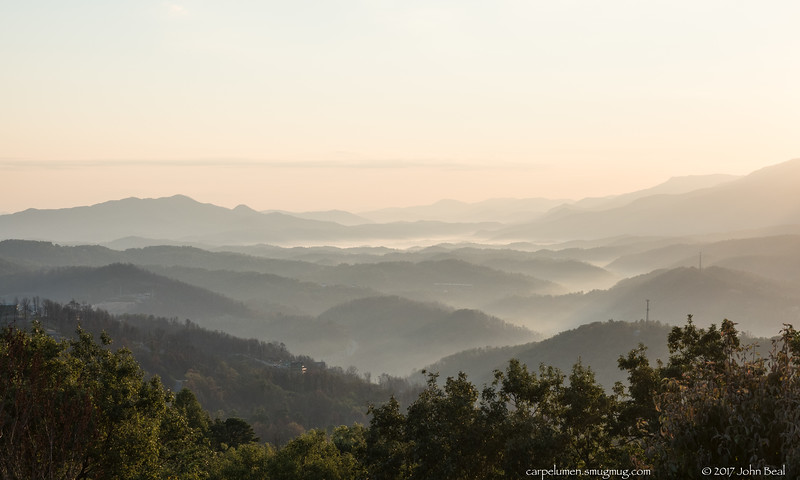 17 Sep 2017<br /> <br /> smokey mountain sunrise.<br /> <br /> f/5.6, 1/400s, iso 200.