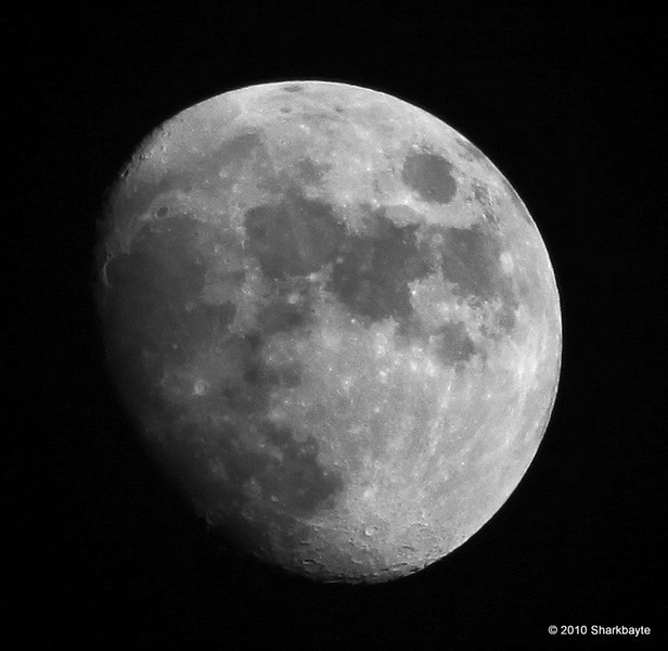 Day 173/365 - Waxing Gibbous Moon 88% full  age: (10 days 16 hrs 17 mins)  #365Project Settings: 1/500s 300.0mm f/5.6 ISO: 200