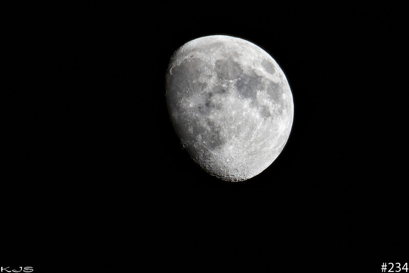 Jan 4th Moon<br /> Waxing Gibbous at 83% full<br /> It was a beautiful night to be out looking at the sky, so crisp and clear it is here.