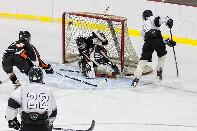 Jr. Gold - Blades<br /> First home game and first game of the season was on Friday. A win 8-1 is a good way to start it off