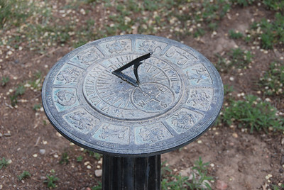 1213 sundial
