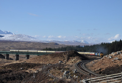 37409 and 37607, Rannoch. 30/03/13.