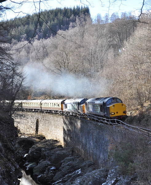 37607 and 37409, Monessie Gorge. 30/03/13.