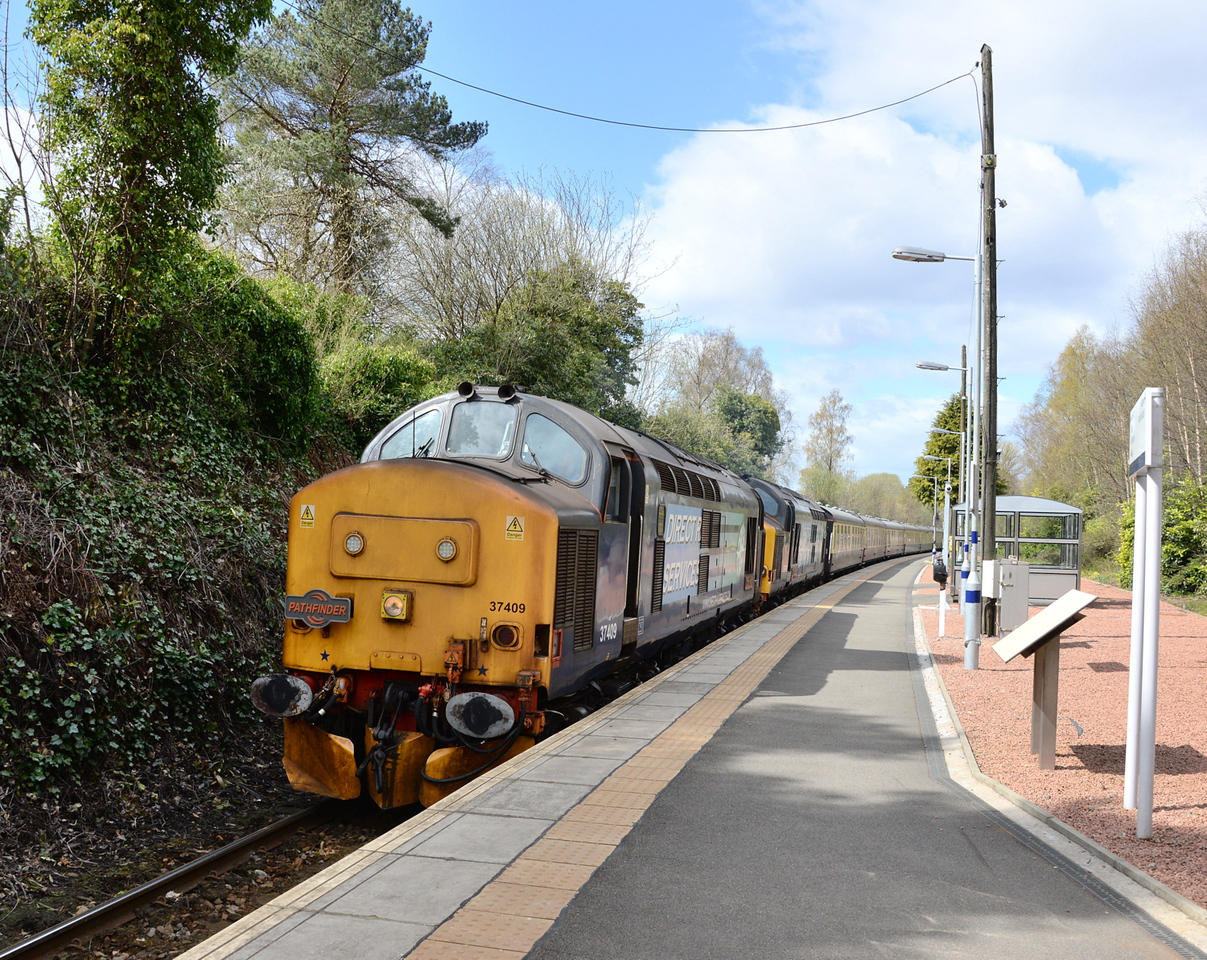 37409 and 37610, Helensburgh Upper. 25/04/16.