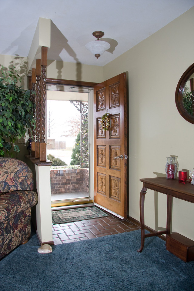 Entry area with storm door