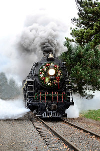 1225 wreath  Merry Train.
