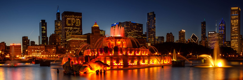 Buckingham Fountain at sunset and twilight