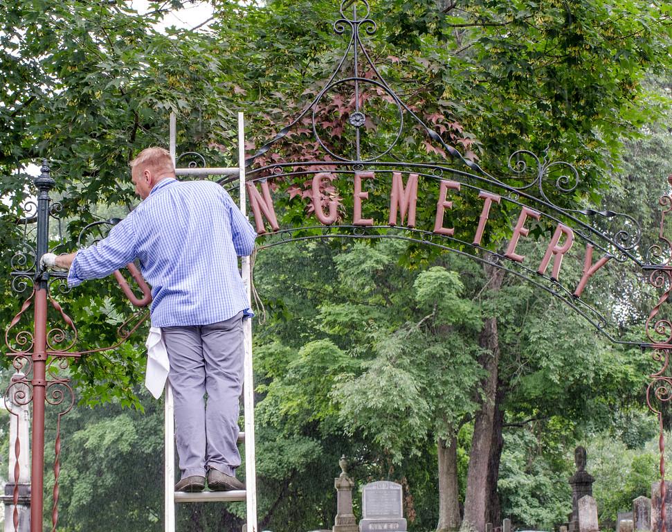 1307_volunteers paint fence_023