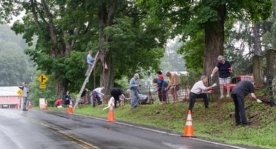 1307_volunteers paint fence_031