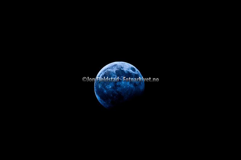 Partial lunar eclipse of the Moon Desember 31. 2009 - Delvis mŒneform¿rkelse 31 desember 2009.