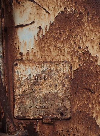Casa de Fruta - Rusty Oil Access Panel
