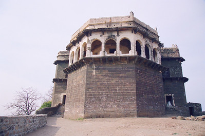 Shah Jehan - the mughal emperor - built this assembly hall at the very top of the Daulatabad Fort.