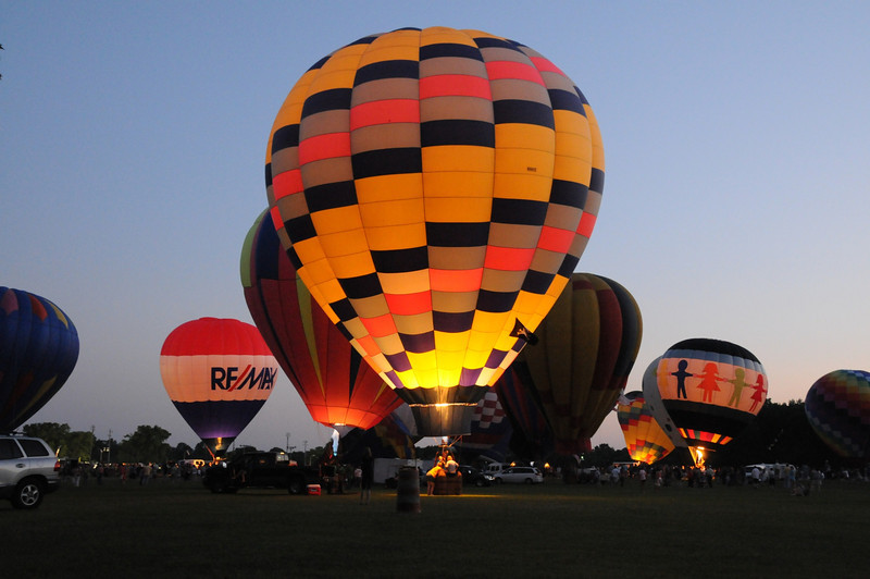 Luckily, one of the prettiest balloons was right in front of us.  And it glowed beautifully!