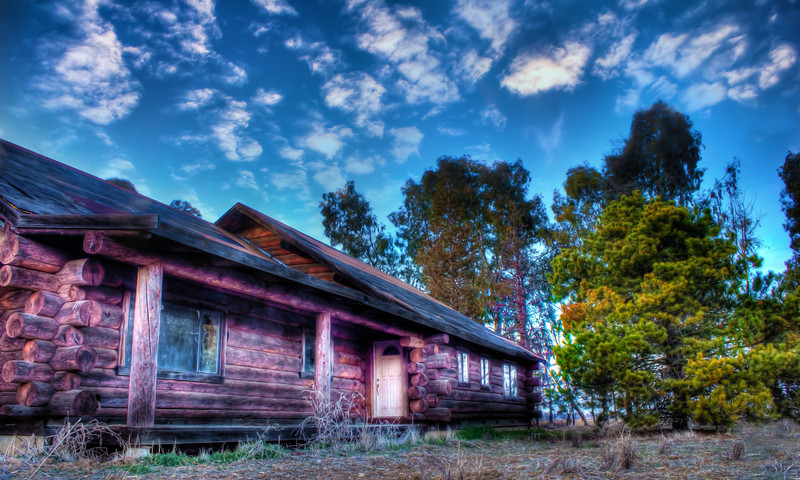 Abandoned Log Cabin<br /> 5 exposures Canon 18mm f/11 ISO 100