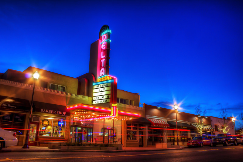 Delta Cinemas in Brentwood<br /> 5 exposures Canon 18mm f/11 ISO 100