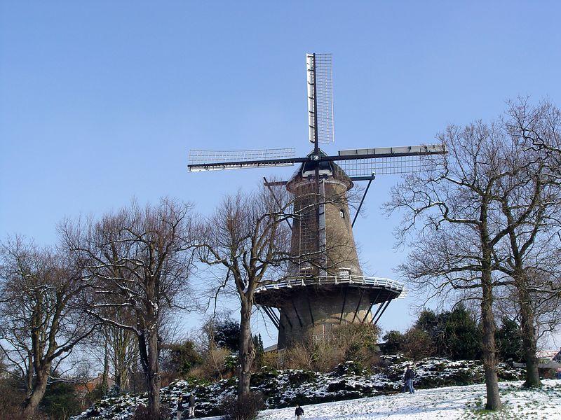 """This mill is called """"De molen van Piet"""". Pete was probably once the miller. I could not decide wich F stop was best so therefore you find several pictures of the same mill.<br /> <br /> De molen van Piet in Alkmaar met diverse belichtingen."""