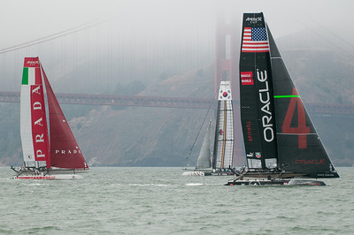 Oracle extends their lead after rounding the top mark
