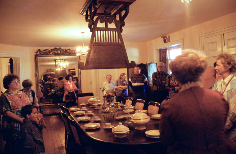 North America, USA, Mississippi, Natchez, Longwood, an architectural wonder, grandest octagonal house in U.S. never completed ca.1861.here in dining room with punkah fan and tourists