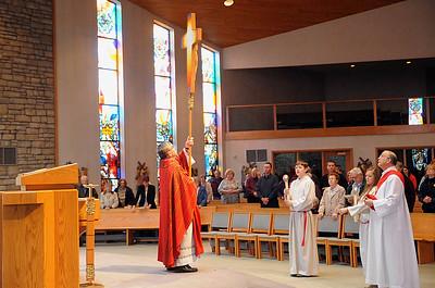Rev. Frank P. Kosem, Pastor at St. Jude Church, leads Good Friday service in the sanctuary on April 3. STEVE MANHEIM/CHRONICLE