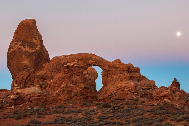 Turret Arch Moonset