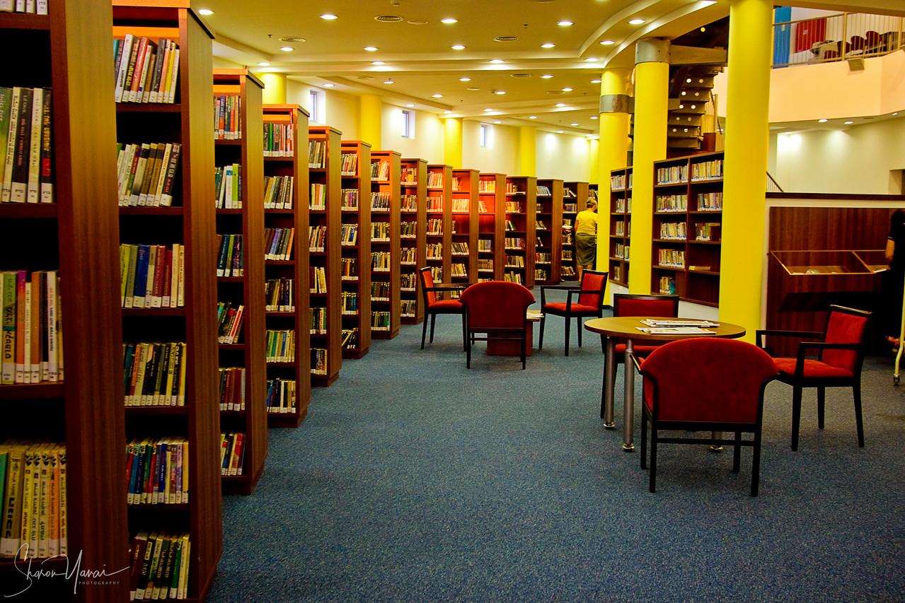 Qiryat Yam Library Interiors
