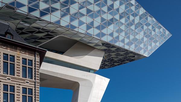 Thea van den Heuvel:  Havenhuis Antwerpen – Zaha Hadid Architects