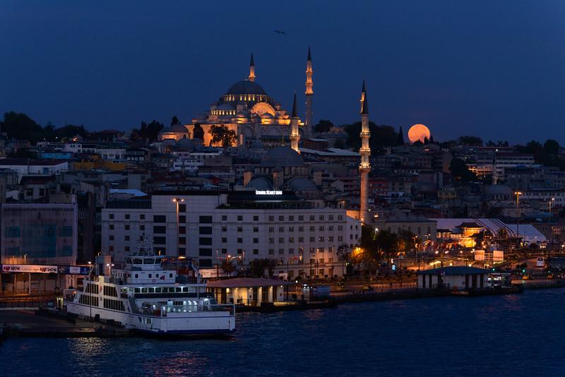 Istanbul Moonset