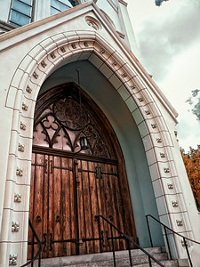 New Orleans Church - Oak Door