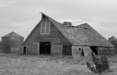 American grain bin and barn south of Idaho Falls, Idaho. 9.08