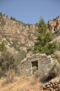Stonewall ruin at Bayhorse, Idaho. Land of the Yankee Fork. 9.09