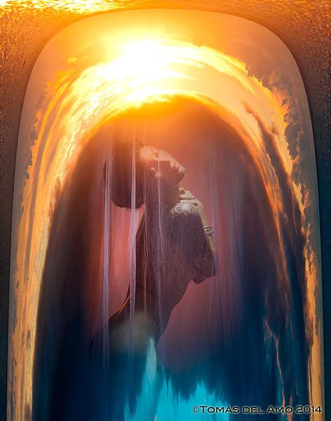 Julia Fae in a golden arch<br /> ©Tomás del Amo 2014